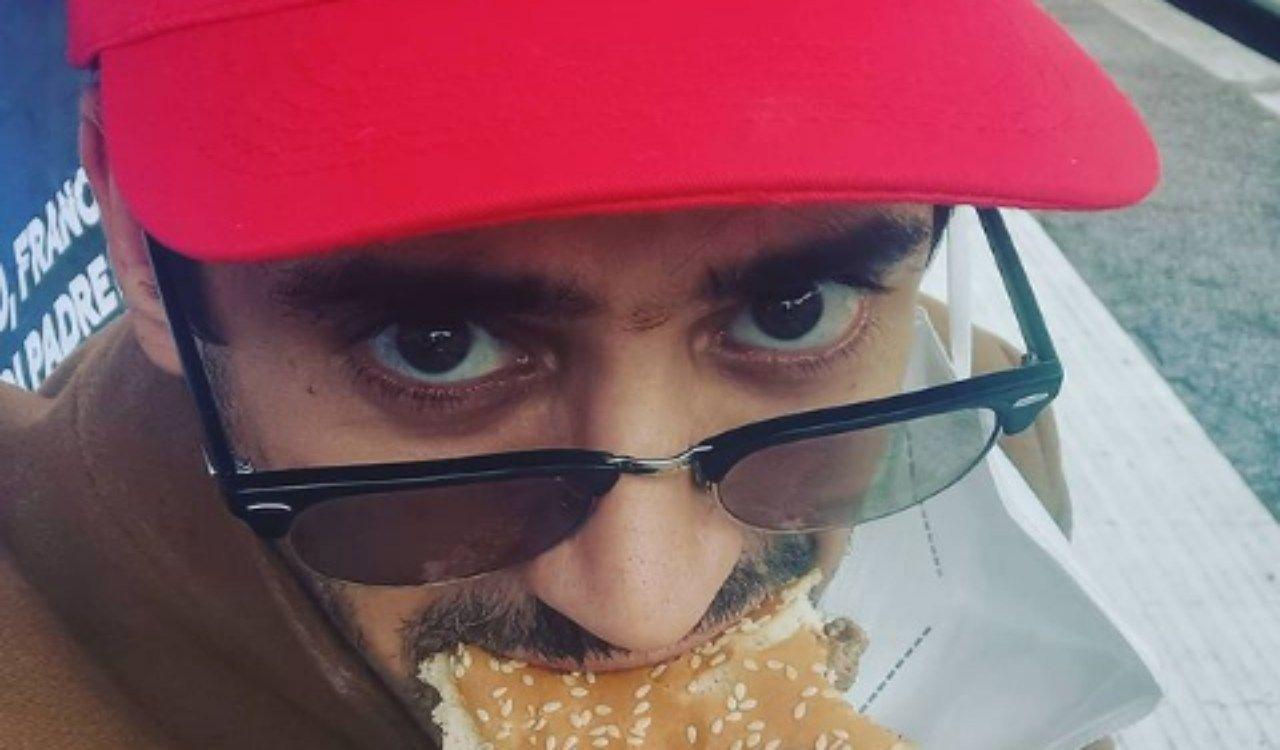 Lundini mangia un panino