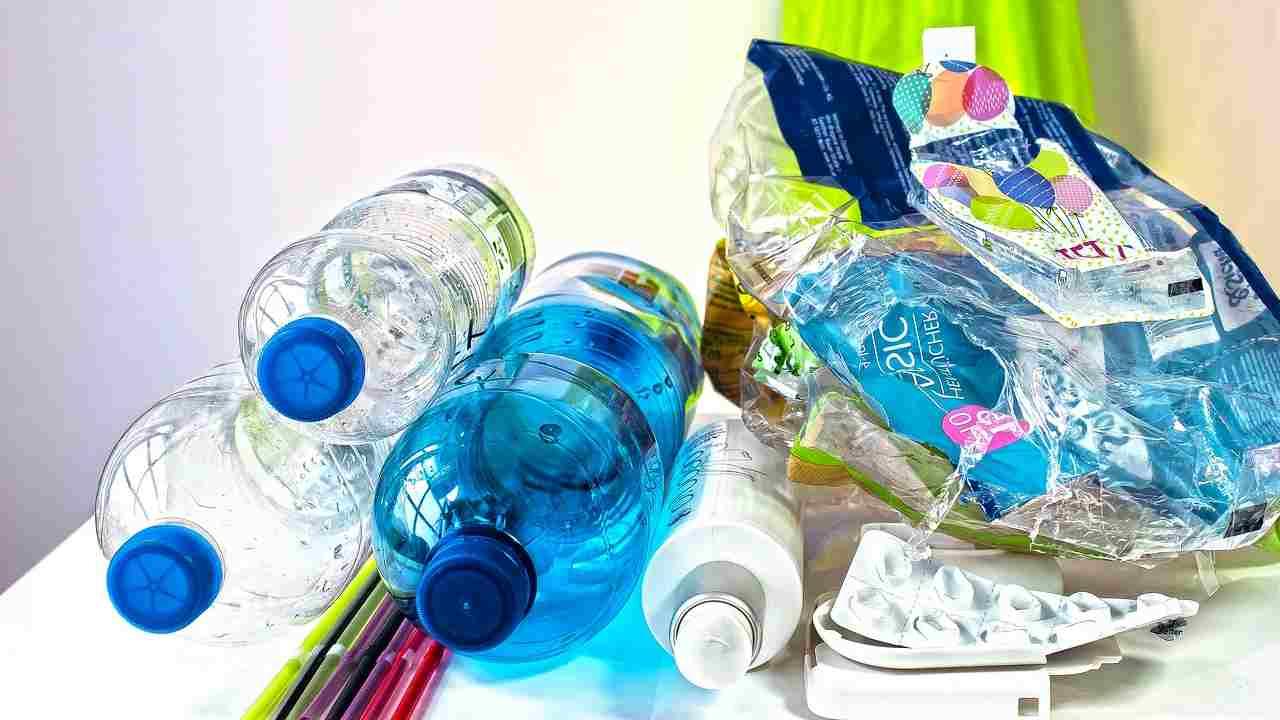 Microplastiche, il progetto Blue Lakes per la giornata mondiale dell'acqua