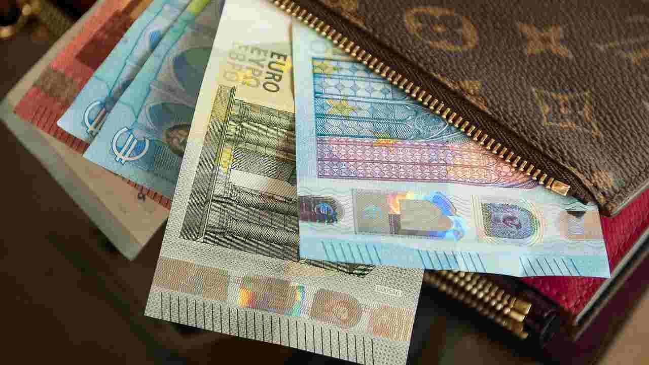 Reddito di cittadinanza, 239 cittadini stranieri denunciati per truffa