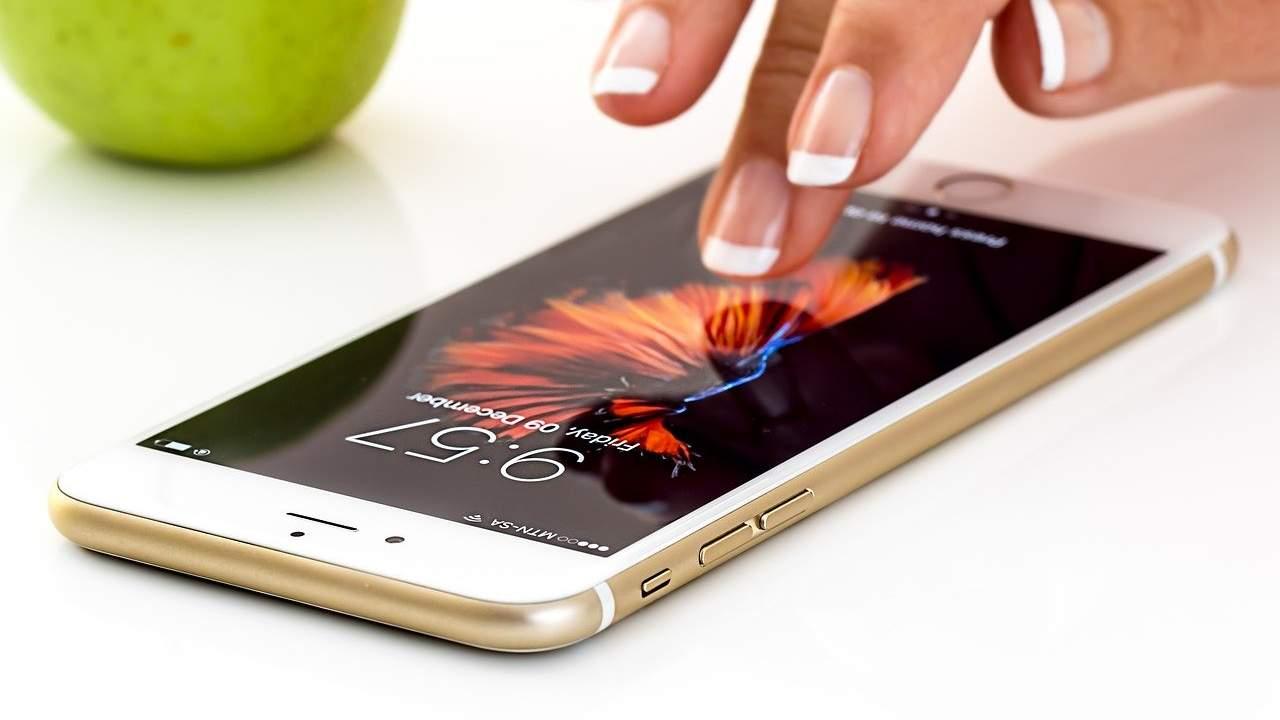 WhatsApp, il nuovo aggiornamento e i problemi con iPhone 4S