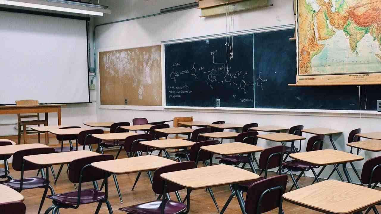 Attacco hacker ai registri elettronici, cosa possono fare prof e alunni?