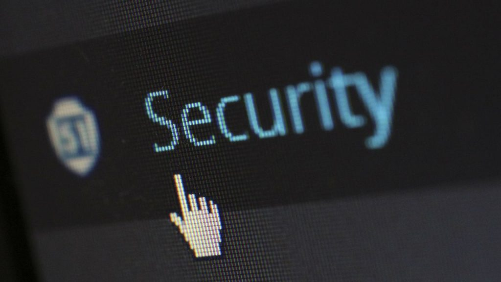 Vittima di hacker per banca online vulnerabile ha diritto al rimborso