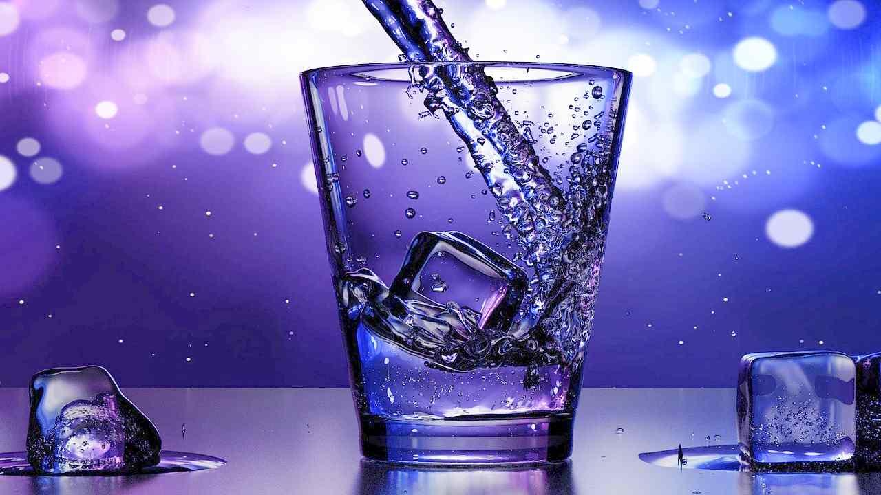 Sempre più Italiani bevono acqua del rubinetto, i dati Open Mind Research