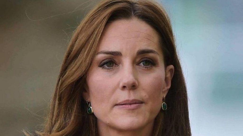 Kate Middleton, il blazer color corallo è da sogno: il costo è clamoroso