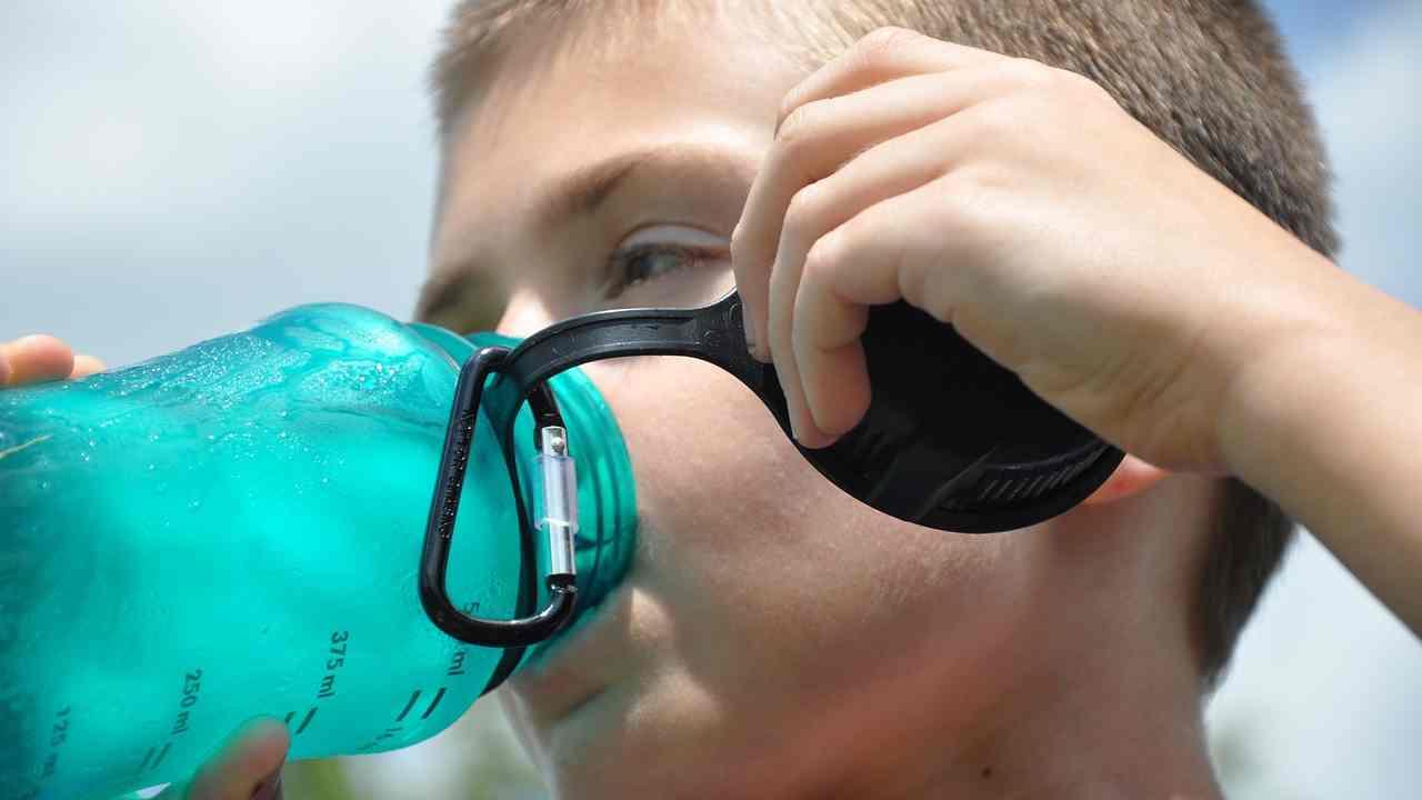 A Viterbo i bambini bevono acqua all'arsenico da anni, Codacons a fianco delle famiglie per chiedere i danni