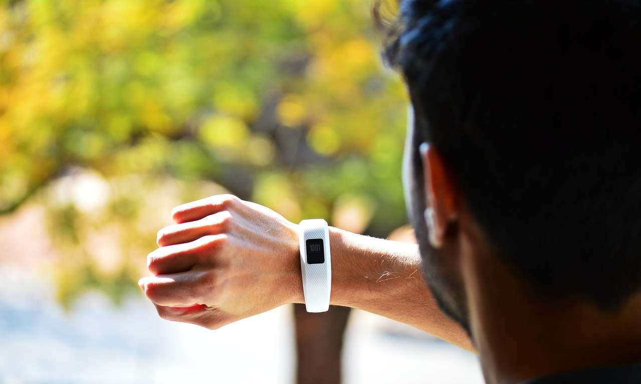 Arriva lo Smartwatch a doppia fotocamera firmato Facebook