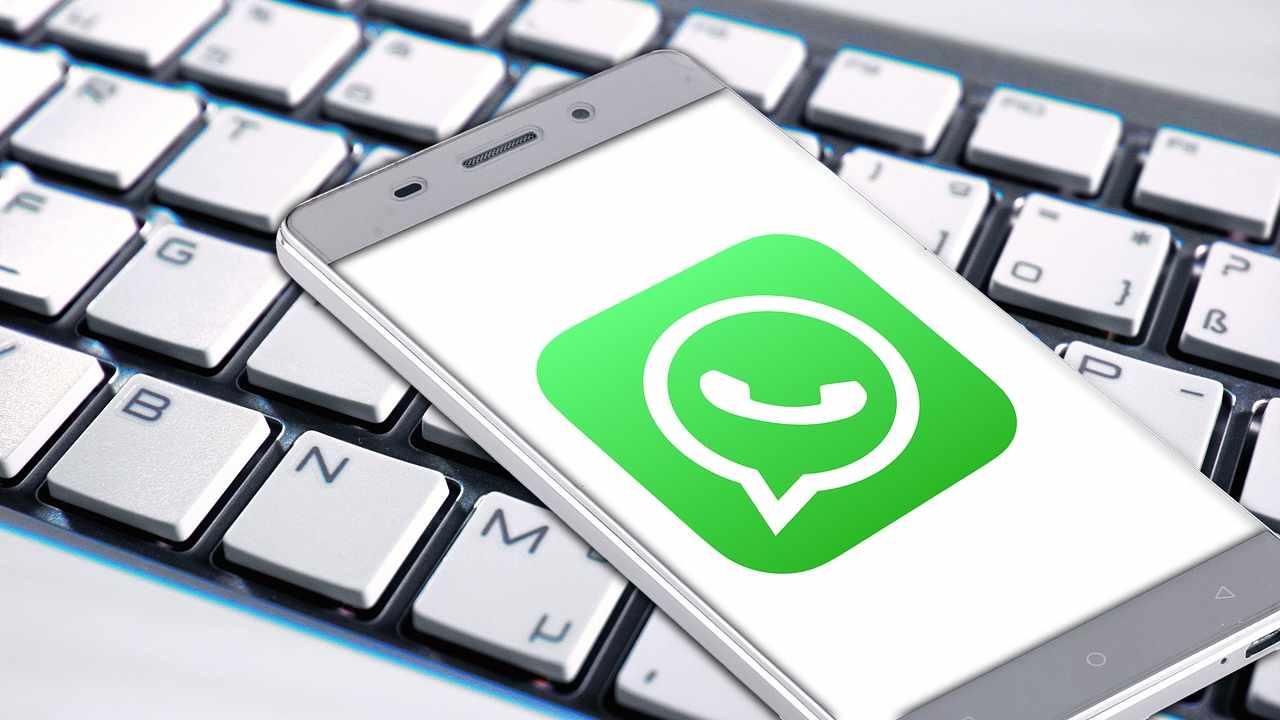 Per il licenziamento basta un messaggio WhatsApp?