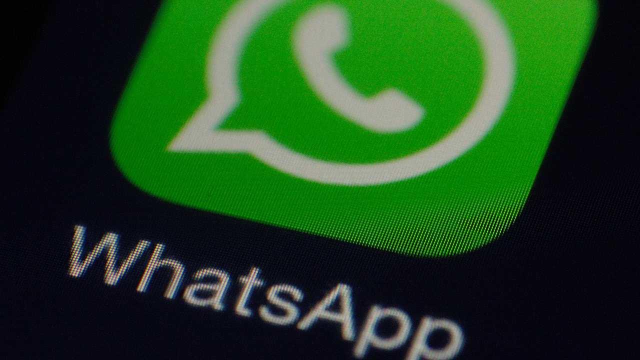 WhatsApp, come aggiungere qualcuno senza numero di telefono