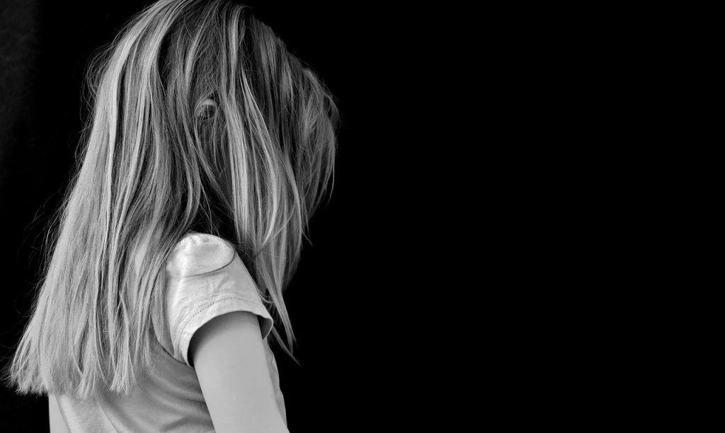 Adolescenti, il lato oscuro del web tra trappole e istigazione al suicidio