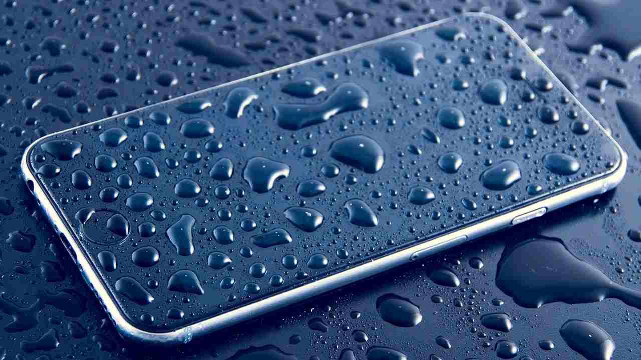 """Apple agli utenti """"non usate la candeggina per pulire l'iPhone"""""""