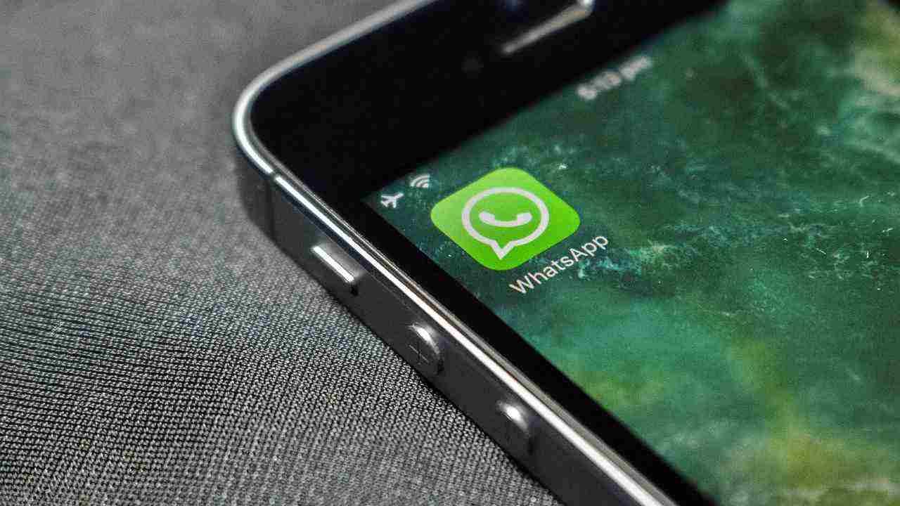 WhatsApp, come nascondere l'orario di accesso all'app