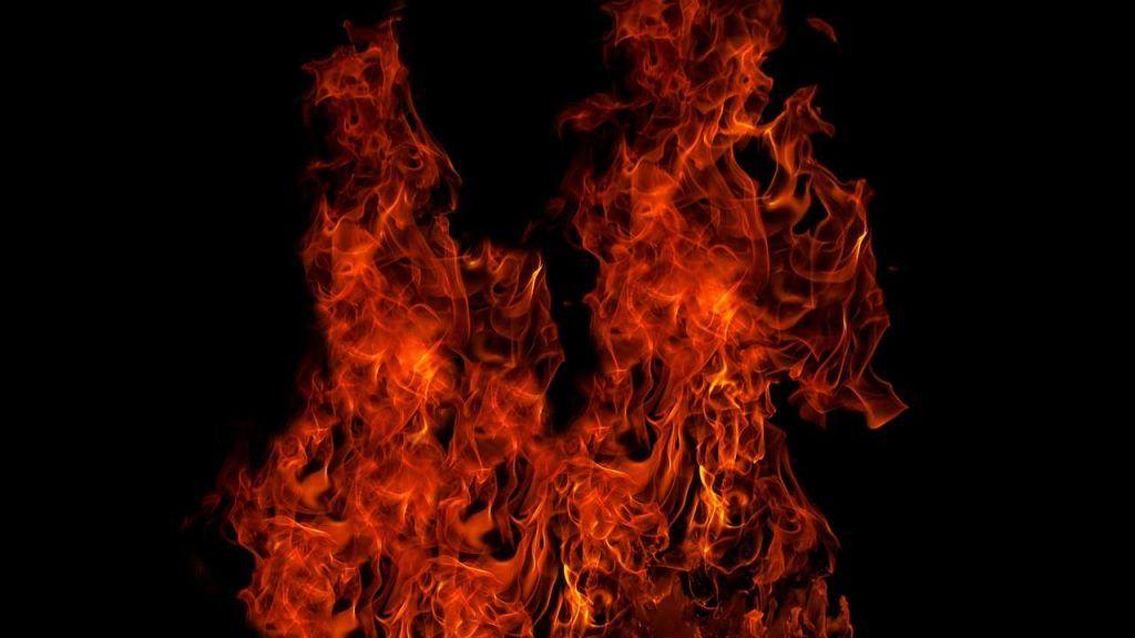 La Sardegna continua a bruciare, il governatore chiede a Draghi nuovi aiuti economici