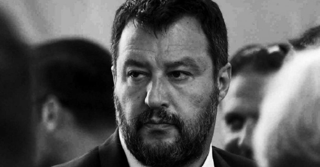 È arrivato il momento di fermare gli sbarchi, l'ultimatum di Salvini a Draghi